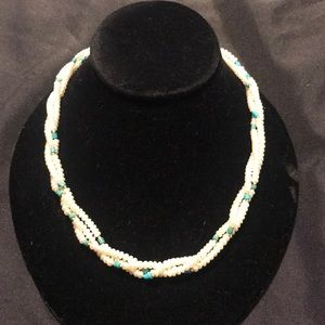 Jewelry - Natural cultured pearl necklace
